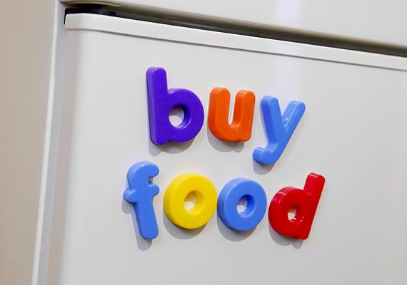 Ha könnyen jegesedik a hűtőd, az képes akár duplájára is növelni annak fogyasztását. Sokat spórolhatsz, ha rendszeresen leengeded.