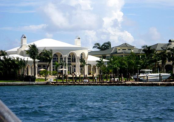 Tom Cruise és Katie Holmes Paradise Island-i háza közvetlenül a tenger mellett található.