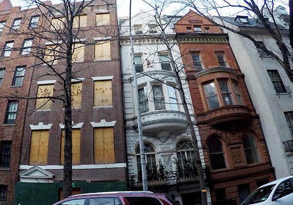 Nem olyan rég arról számoltak be a hírportálok, hogy Abramovics több házat is megvett az Upper East Side-on, New York azon részén, ahol egykor olyan híres és befolyásos családok éltek, mint például a Kennedyk vagy a Rockefellerek.