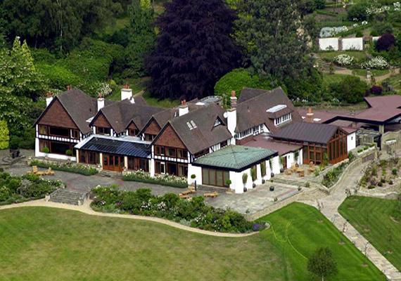A Fyning Hill Nyugat-Sussexben Abramovics legkedveltebb angliai otthonaként híresült el, válása során azonban egykori felesége szerezte meg.
