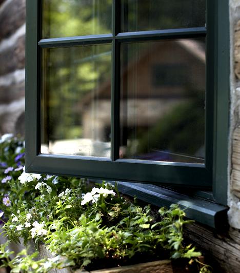 Ablakok szigetelése                         Ha huzatosak az ablakok, érdemes a hideg levegő beáramlását szivaccsal vagy barkácsáruházakban kapható szigetelőcsíkkal megakadályoznod.