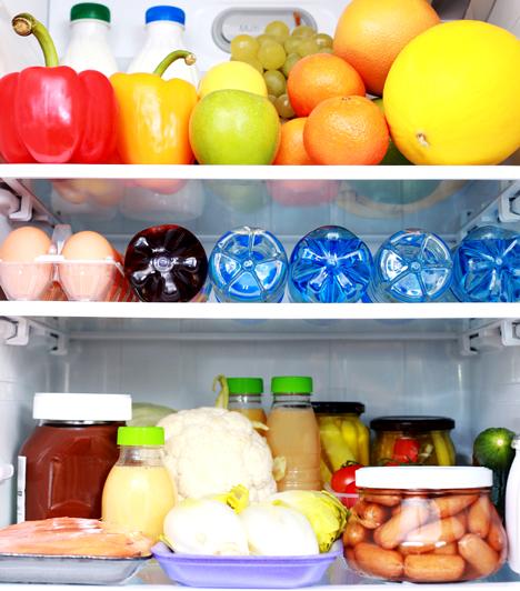 A hűtő helyes használata  A hűtő megfelelő használatával rengeteg áramot megspórolhatsz. Ne nyitogasd az ajtaját feleslegesen, rendszeresen olvaszd le, tárold műanyag edényekben az ételeket, és lehetőleg pakold tele minél több földi jóval.  Kapcsolódó cikk: Te is rosszul használod a hűtőt? »