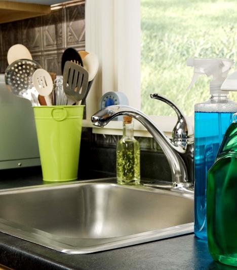 Perlátor                         Ha a csapra perlátort szerelsz, akár 30-40%-kal is csökkentheted a vízfogyasztást. Ez a néhány ezer forintért beszerezhető eszköz ugyanis levegővel dúsítja a vizet, így az erőteljesebbnek és többnek is tűnik.