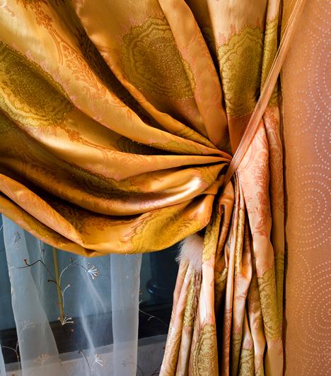 Vastag függöny  Egy vastag anyagból készült, sűrű szövésű sötétítőfüggöny nemcsak lakásod esztétikai értékét növelheti, de amellett, hogy nem engedi be a fényt, szigetel is.