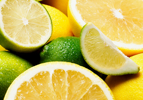 Hasonló hatást érhetsz el a citrommal is, mely nemcsak fertőtlenít és tisztít, de kellemes illatot hagy maga után.