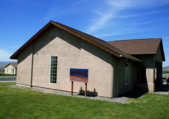 Szalmabálákból épült könyvtár az Amerikai Egyesült Államokban.