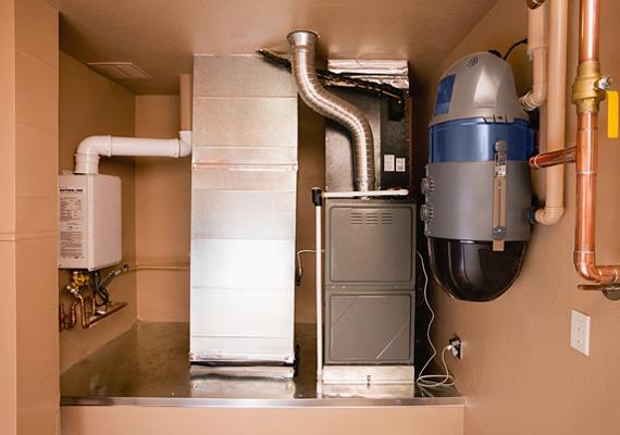 Tanácsos még a tél beállta előtt bevizsgáltatni a fűtőberendezéseket - de bármikor, ha eddig nem tetted meg -, ugyanis olykor ezek meghibásodása is okozhat gázszivárgást.