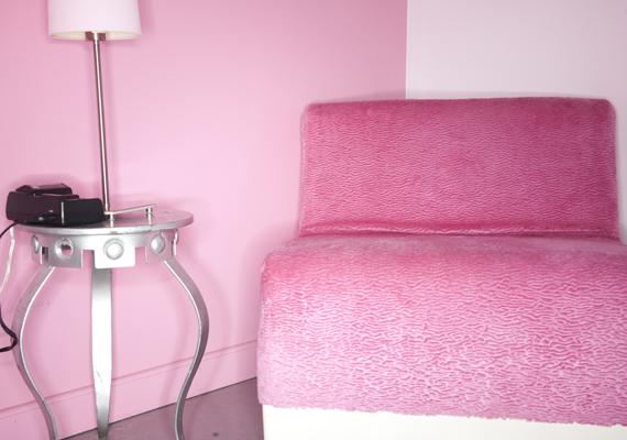 A rózsaszín rendkívül nőies, bájos szín, túlzásba vitele azonban nemcsak Barbie otthonát idézi, de még az étvágyat is fokozza, ami a fogyókúrázóknak megint csak rossz hír. Csodaszép képeken mutatjuk, miként érdemes alkalmaznod.