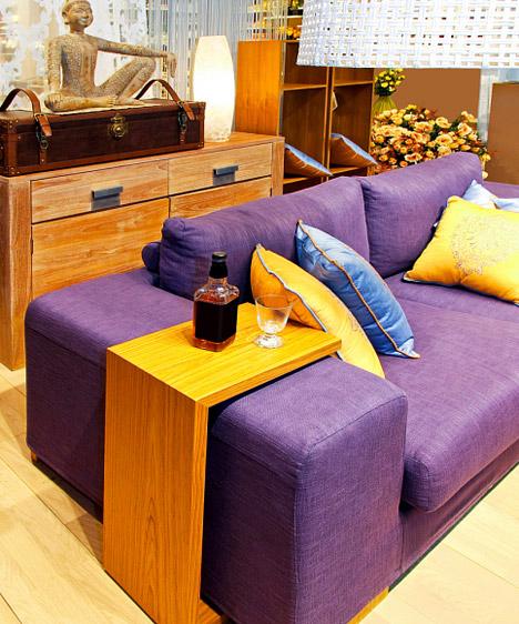 Lila  A lila az elegancia, a spiritualitás, az elmélyülés színe, melyet sokan az erotikával is összefüggésbe hoznak. Nagy felületen csak akkor alkalmazd, ha biztos vagy a dolgodban, de egyetlen bútoron vagy néhány kiegészítőn, barna árnyalatokkal kiegészítve a lila inspiráló, kreatív, meditatív légkört teremt.