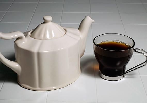 De nemcsak a tej, a fekete tea is alkalmas a növényápolásra, ugyanúgy kéthetente érdemes enyhén cukros, híg fekete teával megöntöznöd a pálmáidat.