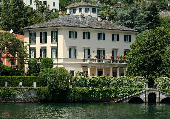 George Clooney a Comói-tó partján vett nyaralót, szívesen tölti szabadidejét a 18. századi Villa Oleandrában.