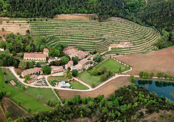 A 17. századi, vidéki kastély értéke 60 millió dollár, és nem kevesebb mint 35 hálószobát tudhat a magáénak.