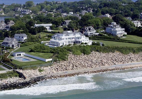 A fiatalok kedvence, Taylor Swift a Rhode Island-i Watch Hillen vett egy gyönyörű ingatlant pihenés céljából.