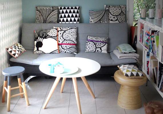 Ha nincs más lehetőséged, azzal is tágasabb, világosabb érzetet kelthetsz, ha a nappalit modern, fiatalos bútorokkal, kiegészítőkkel rendezed be, vagy például egy hangsúlyosabb bútort választasz világosabb árnyalatban, mint amilyen például a képen látható asztalka.