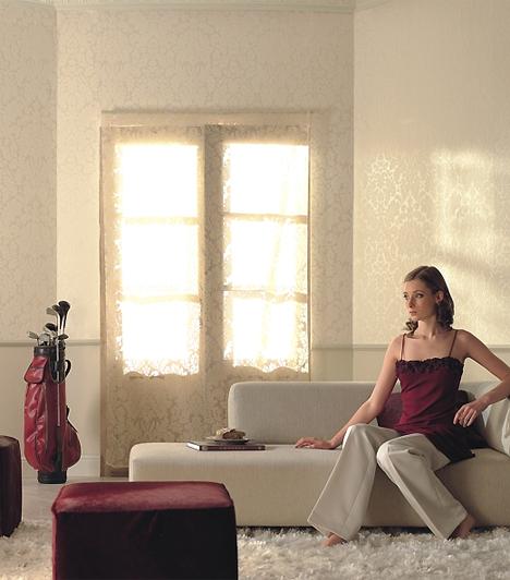 Soft Velvet 2009A 2009-es Soft Velvet-sorozat krémes-aranyos darabja olyan, mint a 21. századi nő: erős, kitartó, ellenáll a környezeti hatásoknak - a vlies-tapéták erejének titka alapanyaguknak, a gyapotnak köszönhető -, ugyanakkor bájos és finom, ha pedig úgy akarja, elkápráztatja az embert. A krémes árnyalat jól illik kisebb helyiségekbe is.