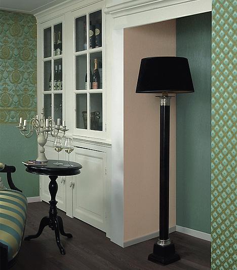Trianon 2009A századforduló hangulatát idéző Trianon 2009 az érett nőket célozza meg, azokat, akik számára fontosak a tradíciók. A smaragd és az arany szerelméből született kollekció mellett ugyanakkor megfér a modern is, de csak akkor, ha értéket képvisel.