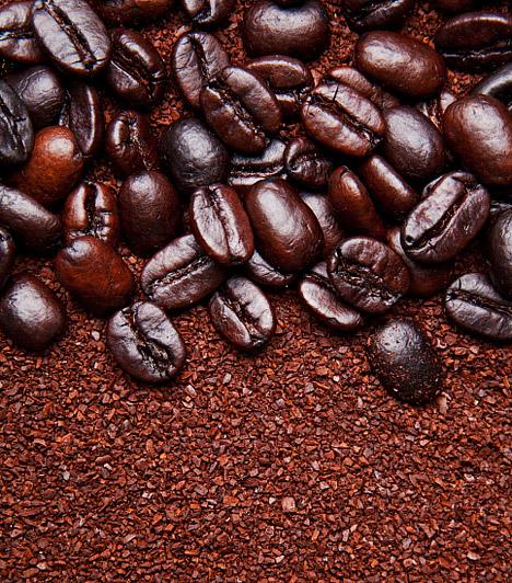 Kávézacc  A kávézaccal nemcsak az eldugult lefolyót tisztíthatod meg, de kiváló zsíroldó tulajdonságának köszönhetően a sütő és a tűzhely körül is jó szolgálatot tehet. Finom szemcséinek köszönhetően hatékonyan, de karcolás nélkül tisztítja meg a felületeket. A mosdókagylóból is eltünteti a vízkövet és a zsírfoltokat.