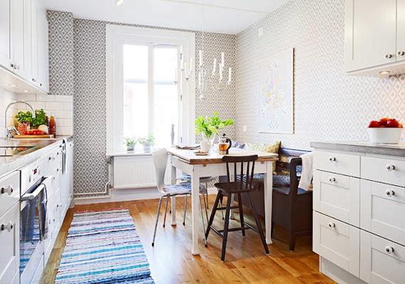 Ha felfelé, a padlótól a plafonig haladva egyre világosabbak a helyiség színei, azzal növelheted a térérzeted. A padló ennek ellenére se legyen azonban túl sötét: érdemes világosabb színeket választani, egy ilyen parketta például életet lehel a helyiségbe.