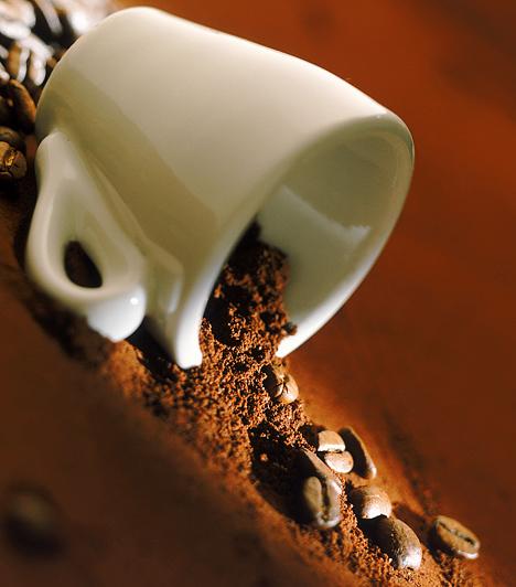 Használd a házi praktikákat!Ha vízkőoldó helyett ecetet használsz, folttisztításhoz szódabikarbónát, a dugulás elhárítására pedig kávézaccot - amiből egy kevés krém hozzáadásával kitűnő bőrradírt készíthetsz -, spórolhatsz, ráadásul az egészségedet is kímélheted.Kapcsolódó címke:Házi praktikák »