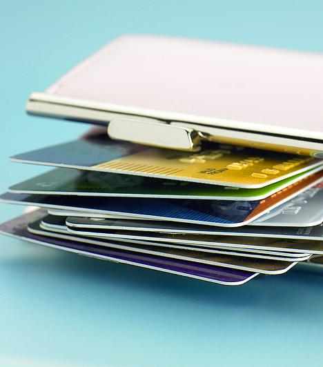 Gyűjtsd a törzsvásárlói kártyákat!Ha rendszeresen vásárolsz egy bizonyos helyen, érdeklődj afelől, hogy nincs-e törzsvásárlói kártyájuk, és hogyan juthatnál te is hozzá. Ezekkel, valamint a vásárlások után járó pontok gyűjtésére alkalmas pontgyűjtő kártyákkal is sokat spórolhatsz.