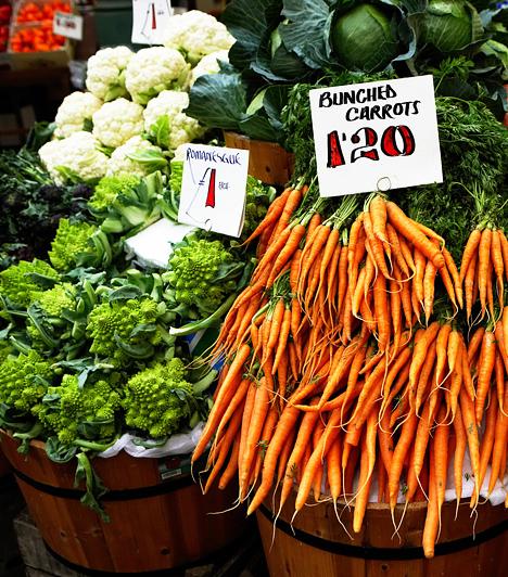 Vásárolj a piacon!A piacok háttérbe szorultak a hiper- és szupermarketek mellett. Pedig érdemes felkeresned a hozzád legközelebb esőt, hiszen itt alacsonyabb áron szerezhetsz be friss zöldségeket és gyümölcsöket, ráadásul alkudni is lehet.