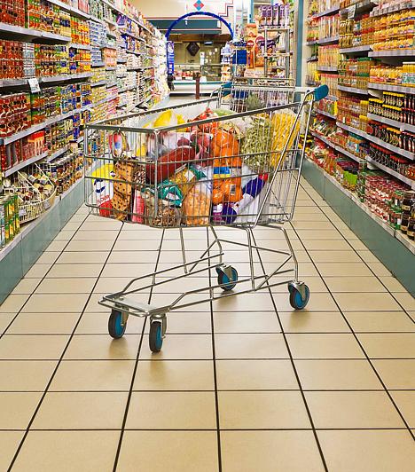Használd ki az akciókat!Rengeteget spórolhatsz, ha a heti bevásárlást akkor intézed, amikor a hipermarketekben több élelmiszert is akciósan tudsz megvásárolni. Az üzletek szórólapjairól tájékozódhatsz a kedvezményes időszakokat illetően.