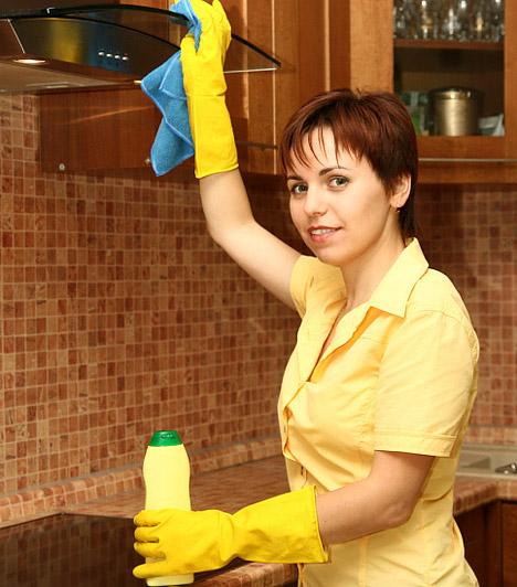 Megkönnyítik a munkát                         A takarítás bizonyára neked sem a kedvenc tevékenységeid közé tartozik, de néhány hatékony tisztítószer segítségével megkönnyítheted a munkát.                         Íme 15 hatékony tisztítószer, melyek segítségével gyerekjáték a takarítás!