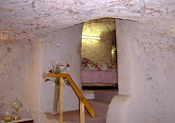 Coober Pedy az a hely, ahol nem csupán egy-két ház épült a föld alá, de az egész város, köszönhetően a szélsőséges időjárási viszonyoknak.
