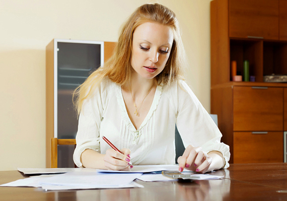 Ha bármilyen bevételed keletkezett ingatlanoddal kapcsolatban, azonban azt - például jóhiszemű tévedésnek köszönhetően vagy a jogszabályok ismeretének hiányában - nem vallottad be, illetve nem fizetted be, még elkerülheted az adóbírságot, lehetőséged van ugyanis az önellenőrzésre. Erről ide kattintva olvashatsz bővebben.