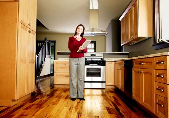 Fontos tudni azt is, hogy a NAV munkatársai gyakran tartanak helyszíni szemlét az ingatlanvásárlást követően, hogy megállapítsák, a lakásvásárlás után befizetett illeték mértéke megfelelő volt-e. Érdemes alaposan felkészülni a látogatásra, ha ide kattintasz, azt is megtudod, pontosan hogyan.