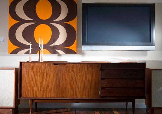 A televíziónak és a többi elektronikus kütyünek sincs helye a helyiségben, mert zavarják a nyugodt pihenést és az egymásra hangolódást.