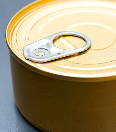 Alumínium edények  Sokan találtak összefüggést az alumínium és az Alzheimer-kór között, egyértelműen nem bizonyították azonban még az alumínium káros hatását. Mivel a kérdés még nyitott, érdemes inkább minimálisra csökkentened a használatát. Magas sótartalmú élelmiszereket ne csomagolj alufóliába, a főtt ételt pedig ne tárold ilyen edényben.