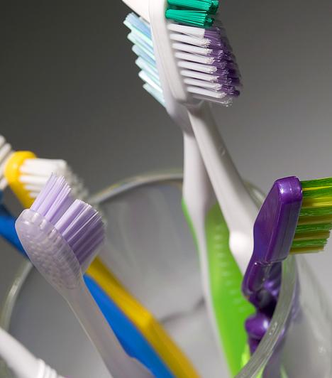 Fogkrém  A fogfehérítő fogkrémekben található - alumíniumipar melléktermékeként keletkező -, por állagú vegyületet patkányméreg előállításához is alkalmazzák. A vegyszer fokozott mennyiségben az emberi emésztőrendszerre nézve is káros, a fiatal szervezet azonban még érzékenyebb rá.