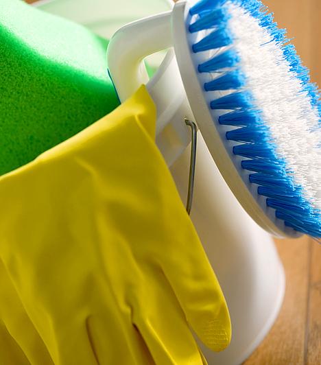 Tisztítószerek  A mérgező fenolokat előszeretettel alkalmazzák különböző tisztítószerekben a gombák és a baktériumok ellen. A krezolt fertőtlenítő hatása miatt kedvelik, és a szintén veszélyes glikolokat is gyakran használják a háztartási tisztítószerekben. Ezek azonban bőr- és nyálkahártya-izgató hatásúak, és szemirritációt is okozhatnak.  Kapcsolódó galéria: Rákkeltő anyagok a lakásban »