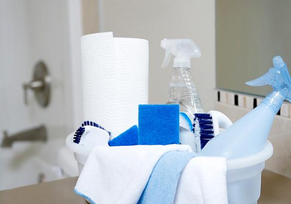 A fürdő és általában a zártabb terek takarítása igen veszélyes lehet, amennyiben erős vegyszerekkel teszed azt. Kattints ide, és tudj meg többet utóbbiakról, valamint arról, melyeket nem szabad egy időben használnod!