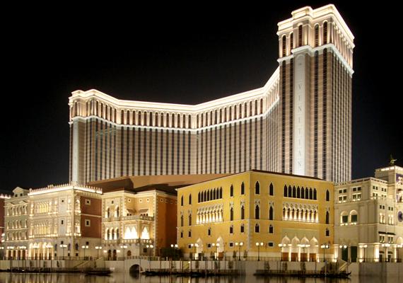 A Kínában, Makaón található, Venetian Macao nevű hotel és kaszinó 2005-re épült fel mai értéken 2,97 milliárd dollárból.