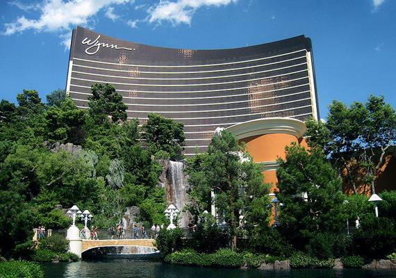 A szintén Las Vegasban található, 2005-re felépített Wynn Resort is a legdrágább épületek közé tartozik mai értéken 3,26 milliárd dolláros építési költségével.