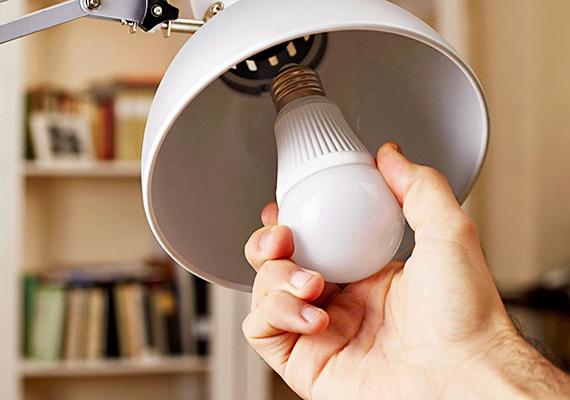 Nem véletlen, hogy egyre többen cserélik a lakásban található izzókat LED fényforrásokra, segítségükkel ugyanis jelentős összeget lehet megspórolni a világításon, emellett élettartam tekintetében is kiemelkedőnek számítanak. Ha többet szeretnél tudni róluk, kattints ide!