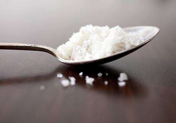 A só önmagában is remek súrolószer, de ecettel vagy gyümölcssavval vegyítve fejti ki igazán hatását. Így használd!