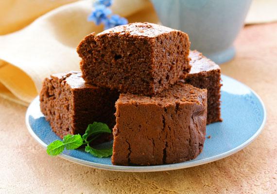 Mikrós csokis sütiEnnél egyszerűbb desszert valószínűleg egyszerűen nem létezik. Vedd elő a kedvenc sütistálkádat, keverd össze az összes hozzávalót, majd tedd be a mikróba, indítsd el, mire visszanézel rá, már kész is lesz a sütemény.
