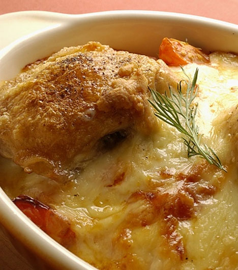 Sajtos-ropogós sült csirke  Ezzel a fogással sem kell sokat bajlódnod, és biztos, hogy az egész család szereti majd. A szaftos husi és a ráolvadt, ráégett sajt igazán remek vacsora, de rendszeres fogyasztása mellé rendszeres mozgás is ajánlatos.