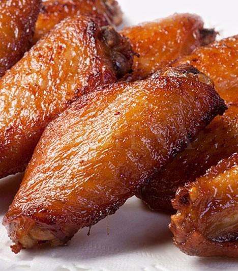 Ropogós csirkeszárnyak  Az egyik legegyszerűbben elkészíthető, vacsorának is tökéletes fogás, hazafele vedd meg az alapanyagot, a lakásba betérve kapcsold be a sütőt, kend át egy kis fűszerrel a húst, és 20 perc múlva már fogyaszthatod is, remek találmány.