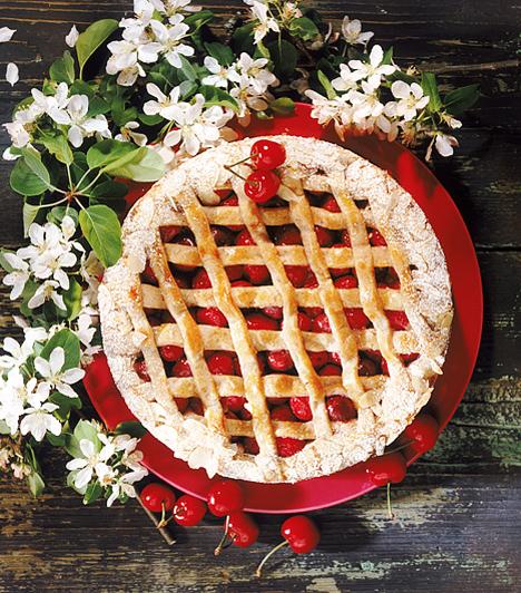 Cseresznyés pite  A nagymamáknak különleges érzékük van ahhoz, hogy a legegyszerűbb alapanyagokból is valami eszményit alkossanak. Ilyen a rácsos pite is, ami bármilyen gyümölccsel megtölthető.  Kapcsolódó cikk: Meggyes pite »