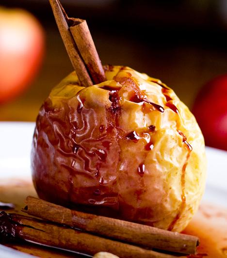 Sült alma  Ez az az édesség, amihez semmilyen konyhai tapasztalatra nincs szükség. A sült alma nemcsak pofonegyszerű, hanem finom is, pláne akkor, ha fahéjjal vagy karamellöntettel meglocsolva fogyasztod.  Kapcsolódó cikk: Sült töltött alma »