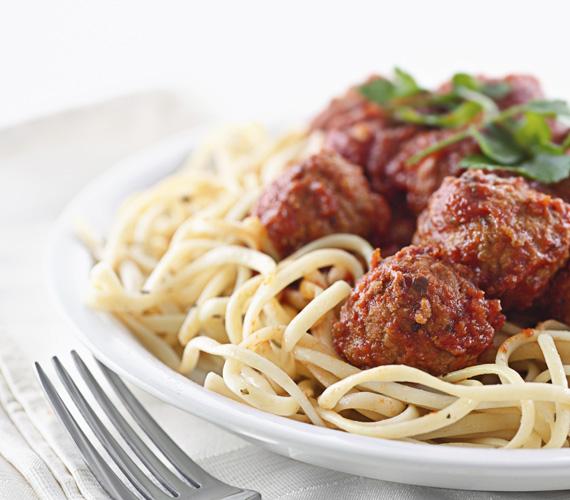 Minden olasz mamma receptfüzetének első oldalán szerepel a maffiafilmekből már jól ismert olasz húsgolyós tészta, temérdek paradicsomszósszal. Húsgombócos spagetti »