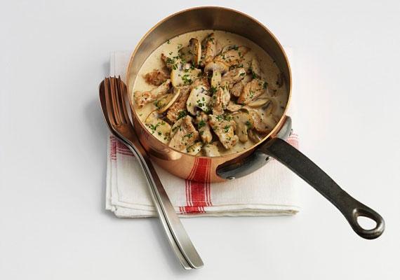 Gombapaprikás                         Az ezerféleképpen készíthető gombából természetesen pörköltet vagy paprikást is készíthetsz. A szaftos, hagymás, nokedlivel könnyen fogyasztható fogást a versenytársaihoz képest nagyon gyorsan összedobhatod, így gyors hétköznapi vacsoraként is megállja a helyét.