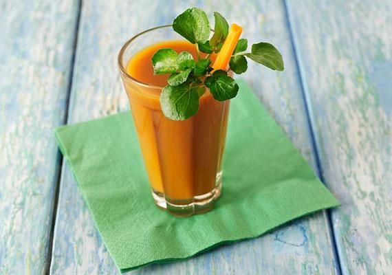 Répás smoothieA répa nem a létező legmagasabb nedvtartalmú zöldség, azonban smoothie-t ezzel is készíthetsz, némi víz és egy pár csepp olívaolaj társaságában. Az olaj azért fontos hozzá, hogy a béta-karotin rendesen fel tudjon szívódni odabent. Bazsalikommal lágyabbá teheted az ízét, és egy kis almával vagy almalével is feldobhatod.