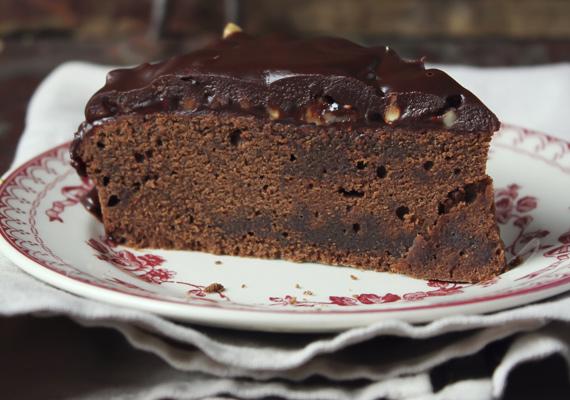 Csokis süti mikróban készítveEz a pontosan negyed óra alatt elkészíthető csokoládés őrület mindenkit levesz a lábáról. Ha nem rettegsz a mikrótól, akkor nincs is akadály előtted, hogy elkészítsd a magad és társad örömére. A roppant bonyolult recepthez egyszerűen tégy a tálba mindent, majd nyisd ki a mikrót, és már készül is! Így lesz tökéletes.
