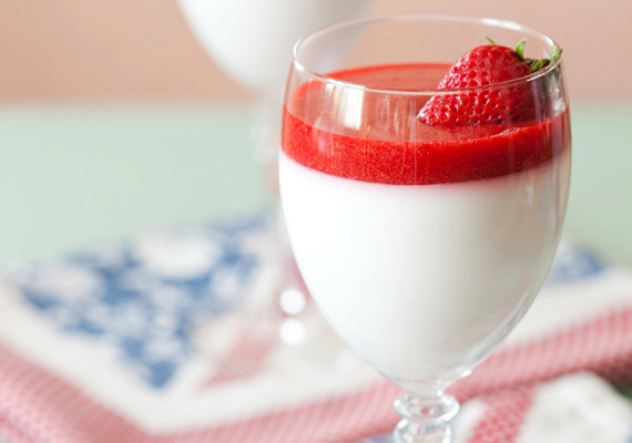 PohárkrémA gondolat, hogy valamilyen finom édességet kellene fogyasztanod, és a tökéletesen kész pohárkrém között elegendő tíz percnek eltelnie, pontosan ennyi idő szükséges ugyanis ahhoz, hogy a képen szereplő édességet elkészítsd. Hogy hogyan valósítsd meg a vágyad, abban ez a recept lesz segítségedre.