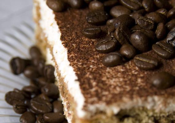 TiramisuA felsorolást kezdjük az olasz csodával, az élénkítő édességgel, aminek a lelke az erős, igazi olasz kávé és persze az édesen könnyed hab. Babapiskótával készítve egyáltalán nem igényel sütést, de egy kávéfőző nem árt, ha van a közeledben. Tökéletes recept erre!